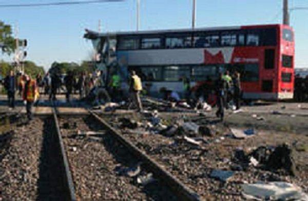 18-09-2013 - Canada - Ottawa - Grave accident autocar impériale de OC Transpo et un train VIA Rail, 6 morts et plusieurs blessés.graves.