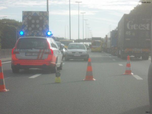 19-09-2013 - Saint Ghislain - Accident d'un Autocar Allemand et deux camions sur l' autoroute E19, circulation à l'arrêt et autoroute fermée à hauteur de Saint-Ghislain.