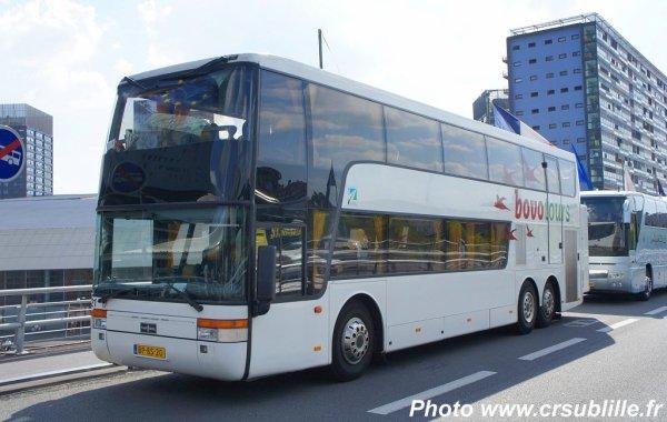 05-07-2013 - France - Carvin - Un autocar néerlandais de chez Bovo Tours bloqué (en panne) sur l'auroute A1 Lille-Paris à Carvin, les passagers obligés de descendre !
