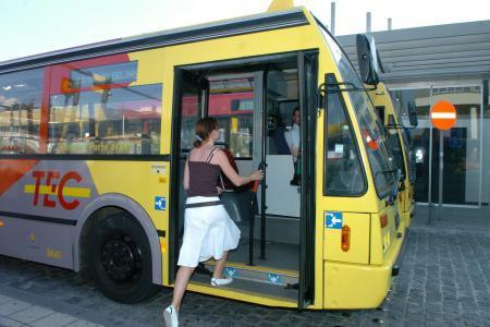 10-10-2013 - Mons - Une femme décède en descendant d'un bus après avoir été heurtée par un autre bus à la gare Mons.