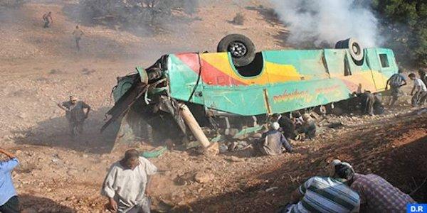 14-08-2013 - Maroc - Un autocar roulant trop vite se renverse dans un virage entre Essaouira et Agadir: 3 morts et 45 autres blessés.