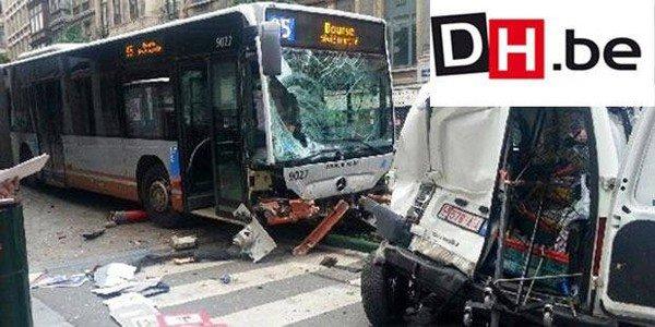 28-07-2013 - Bruxelles -  Bus de la Stib, son chauffeur s'endort au volant et écrase un véhicule, panneau, camionette