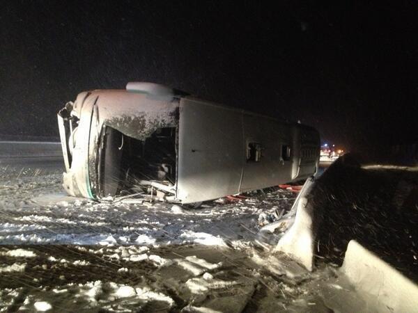 21-11-2013 - France - L'autocar des voyages Moulouya, en provenance du Maroc, roulait vers Bruxelles, une Marocaine a été tuée dans cet accident d'autocar survenu près de Dijon sur l'autoroute A31 dans le sens Dijon-Nancy, au sud de Langres et fait plusieurs blessés.