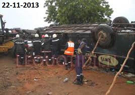 22-11-2013 - Sénégal - MBour - Mbour: 4 morts dans un accident impliquant un bus et un taxi clando
