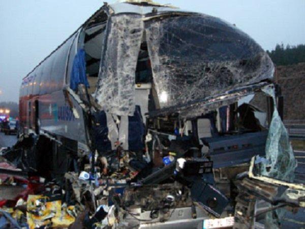 27-11-2013 - Turquie - Collision de car - L'accident de l'autocar ULUSOY sur l'autoroute en Turkije.