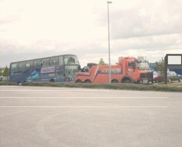 23-01-2012 - France - Europe - Dépannage autocar en panne ou accidenté avec plateau & soulèvement par grue adaptée. Assistance GRAFFEEUILLE - QUIMPER