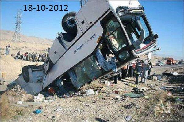 19-10-2012 - Iran - Accident d'autocar - La mort de 26 lycéennes en pèlerinage scolaire déclenche un vif débat