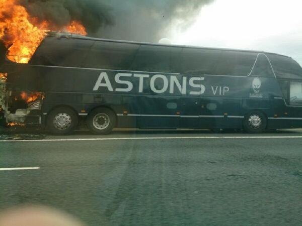 24-08-2013 - Angleterre - Worcester Warriors - L' autocar Astons de l'équipe prend feu après un accident.