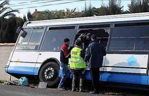 14-02-2013 - Torreilles - En voulant éviter un chien, le bus s'encastre dans le mur