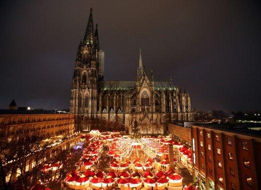 17-12-2013 - Cologne - Voyages Herman & Vandamme - 4 touristes Belges oubliés par leur Voyagiste en Allemagne ( Cologne ).