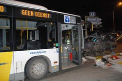 02-12-2013 - Herent - Flandres - Un accident impliquant un bus de la compagnie De Lijn fait 5 blessés dont 3 graves - Accident d'un bus De Lijn à Herent: une des victimes meurt de ses blessures.