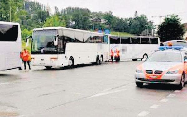 14-10-2013 - Suisse - Un bus transportant des élèves de Saint-Prex a été immobilisé à tort sur une aire d'autoroute par la police Lucernoise.