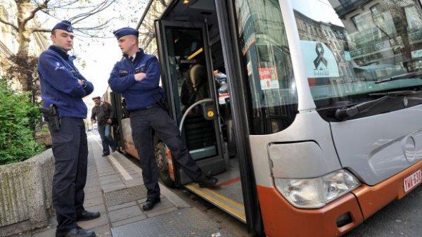 24-12-2013 - Drogenbos - Bruxelles - Contrôles d'autocars sur la E 19 - 5 autocars contrôlés, 4 en infraction lourde !