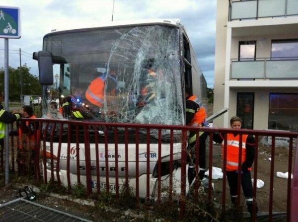 13-09-2013 - Geispolsheim - Le chauffeur fait un malaise. Second accident d'autocar en trois jours