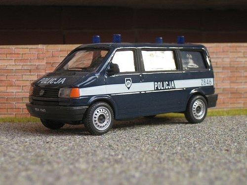 07-04-2012 - Pologne - Béziers - Chauffeur d' autocar -  Le voyage en Pologne d'un autocar Français avec des lycéens se termine par un racket légal de 4 000 ¤.