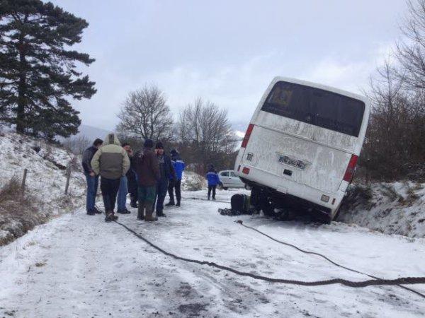 07-02-2013 - HAUTE-LOIRE - Accident entre un autocar et une voiture entre Lantriac et Arsac-en-Velay, pas de blessé.