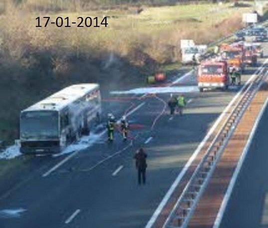 17-01-2014 - Roannais - France - incendie d'un bus, sur la RN 82   Un autocar en feu sur la route