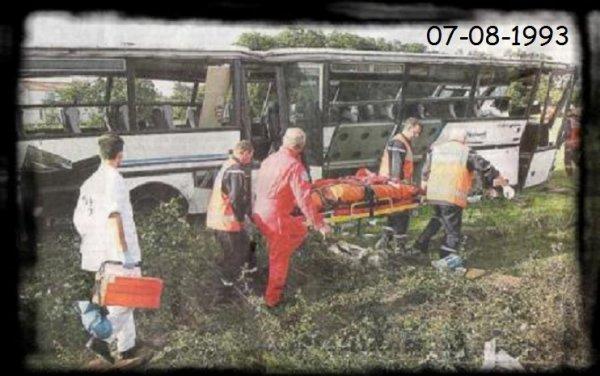 07-08-1993 - Challans - Vendée - Un accident de car scolaire transportant des collégiens et des lycéens au nord de Challans, en Vendée, a fait 43 blessés dont trois graves, vendredi matin.