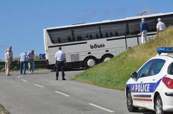 03-02-2014 - Hautes-Alpes - Col du Lautaret - Le Monêtier-les-bains - Un autocar avec 49 ressortissants hongrois a été bloqué pour des raisons mécaniques dans le col du Lautaret.