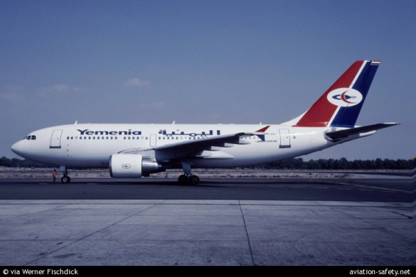 07-02-2014 - Paris - Aéroport de Roissy - Un Airbus A330 de Yemenia Airways a été interdit de décollage avec ses 106 passagers vendredi matin à Roissy Charles de Gaulle en raison d'un différend financier.
