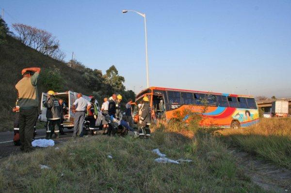 02-08-2010 - Otto Volek - M19 - Accident Autocar - smash Bus laisse trente-cinq blessés sur la M19