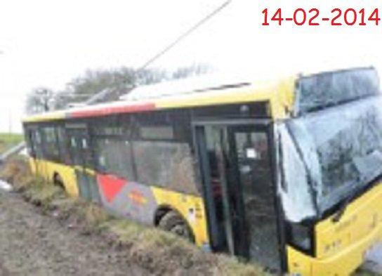14-02-2014 - Engis - Nouvel accident de car scolaire, hier vendredi. Après celui d'Amay jeudi, un bus des TEC a percuté hier un poteau à Engis. Une ado a été blessée.