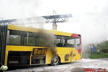 21-11-2013 - Chaudfontaine - un bus en feu sur la ligne 31 ce mercredi soir (vidéo)