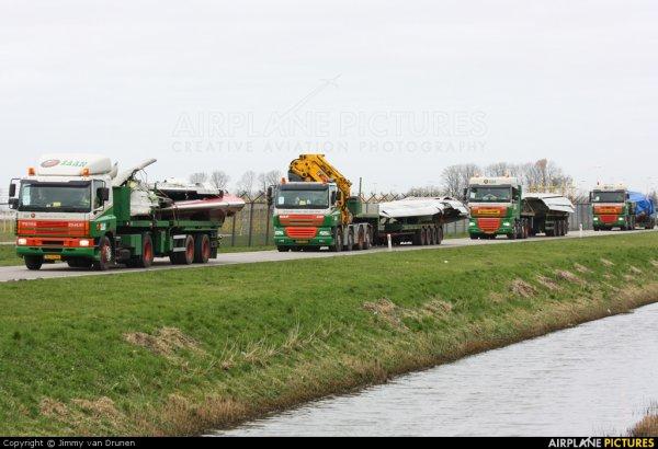 25-02-2009 - Aéroport d'Amsterdam à Schipol : Un Boeing 737-800 de la compagnie aérienne Turkish Airlines s'est écrasé près proximité de l'aéroport à Schiphol faisant 9 morts, 6 blessés dans un état critique et 25 blessés graves.