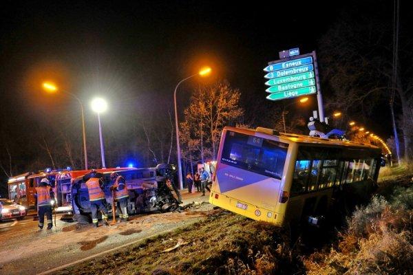 23-02-2014 - Belgique - SPRIMONT -  Deux blessés graves après une violente collision entre un bus du TEC et une voiture