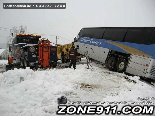 05-11-2007 - Saint-Simon de Rimouski - 16 blessés dans un accident impliquant un autocar d'Orléans Express