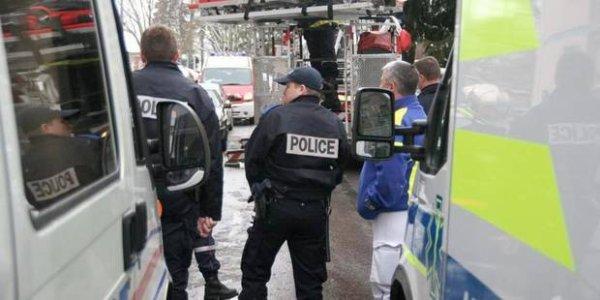 01-03-2014- Isère - Sisteron - Roissard - Un car belge accidenté en France sur la  RD 1075 : les 70 passagers choqués mais pas blessés, un autocar est parti de Belgique ce samedi 1 mars les rechercher.