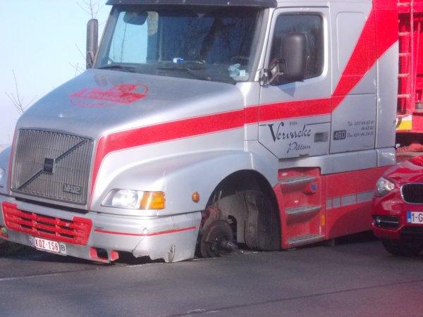 19-02-2013 - JURA - Le bus scolaire perd ses roues avec cinquante enfants à bord