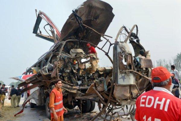 27-09-2013 - Pakistan - Un attentat contre un bus de fonctionnaires fait 18 morts