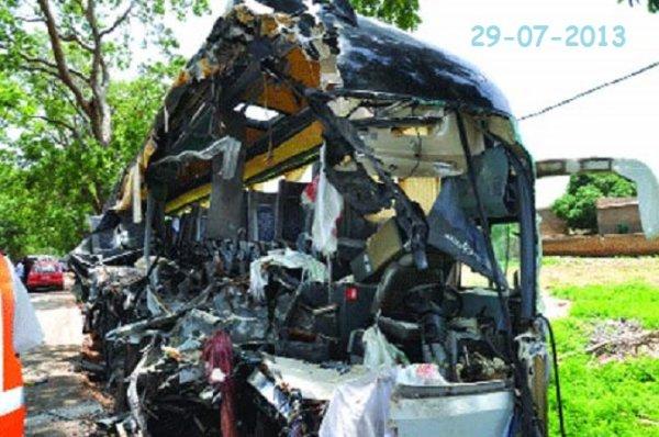 29-07-2013 - Sabou - Ouagadougou - Ouaga - Bobo - Grave accident d'un autocar de la la compagnie Rakièta - Il s'est écrasé sur le camion qui le précédait - Bilan Dix morts et douze blessés graves