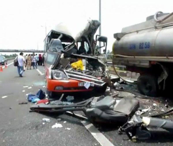 17-04-2014 - Vietnam - France - Accident de car au Vietnam - Un couple de Français tué dans un accident de car - Couple de retraités français, originaires de La Rochelle (Charente-Maritime),