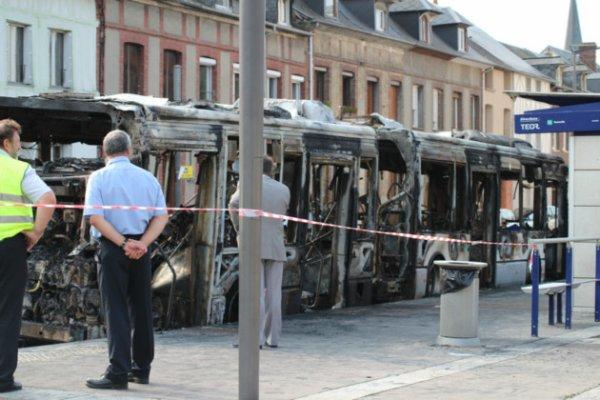26-08-2013 - Notre Dame de Bondeville - Rouen -  Incendie d'un TEOR s'est déclaré sur la ligne TEOR T2, à Notre-Dame-de-Bondeville, perturbant la circulation sur les lignes T2 et 16 jusqu'à midi.