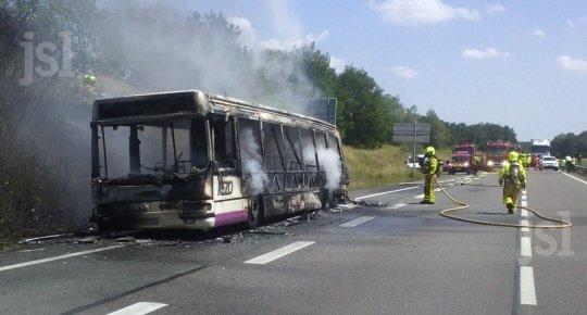 13-06-2014 - Montceau - Le Creusot - Montchanin - Un bus de la société des transports collectifs de la Communauté Urbaine prend feu eu roulant.