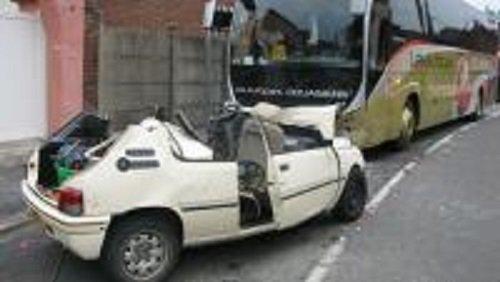 12-07-2014 - Douai - Masny - Un conducteur désincarcéré après un choc frontal avec un autocar, un conducteur désincarcéré après un choc frontal avec un autocar ce samedi matin