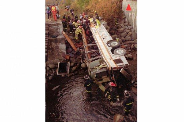 13-10-2012 -  13-10-1997 - Canada - Charlevoix - Il y a quinze ans, le pire accident de la route de l'histoire canadienne se produisait aux Éboulements, dans Charlevoix.