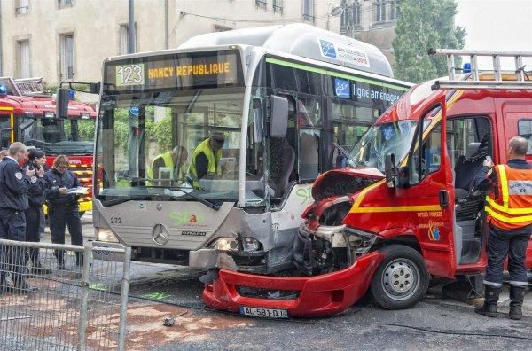 """22-05-2012 - NANCY - Collision à Nancy : le pompier est désormais """"conscient"""""""