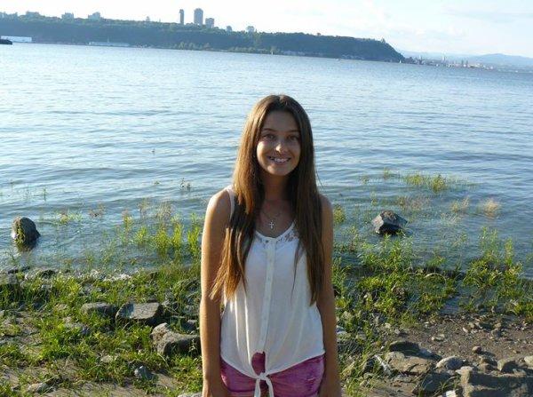 18-07-2014 - Québec - Une adolescente a été tuée et plusieurs autres personnes ont été blessées dans l'accident d'un autocar des voyages Jaimonvoyage.ca d'une entreprise de Québec Autobus Fleur de Lys en provenance du Québec, près de North Hudson dans l'État de New York