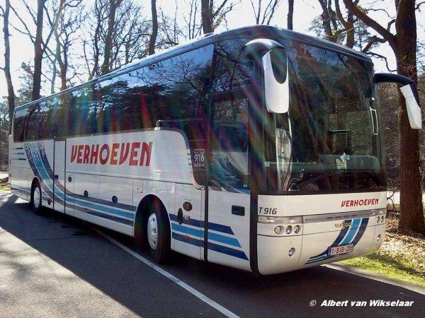 """18-05-2014 - Roumanie - Un autocar de chez Verhoeven à Rijkevorsel en Belgique bascule dans un ravin dans la région de Brasov en Roumanie avec des touristes Belge de la région d'Anvers et de Campine, """"L'accident a été provoqué par un dysfonctionnement des freins du car""""."""