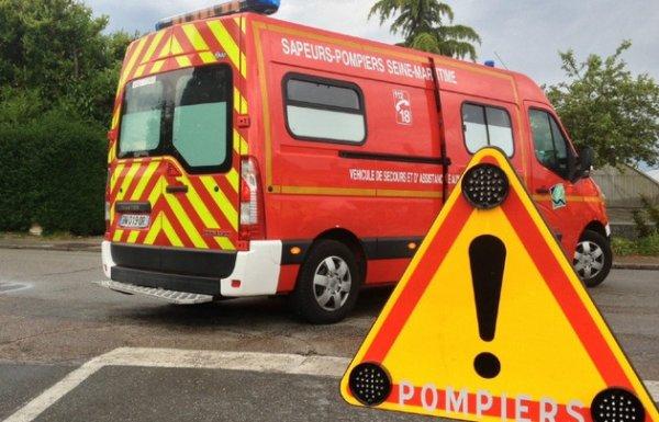 02-08-2014 - Prissé-la-Charrière - Deux-Sèvres (79) - Accident impliquant trois voitures et un bus sur l'A10 dans le sens Nord-Sud (Paris-Bordeaux en Deux-Sèvres