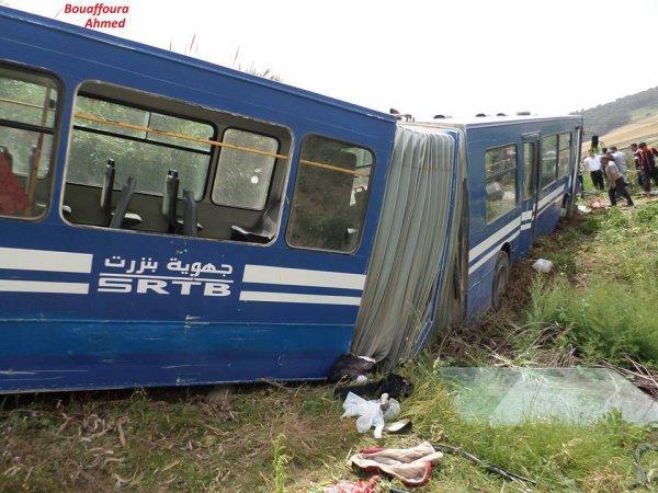 22-05-2014 - Tunisie - Bizerte - 30 élèves blessés dans un accident de bus articulé, à soufflet lors de sa sortie de route. Bus de la Société régionale de transport de Bizerte (SRBT)