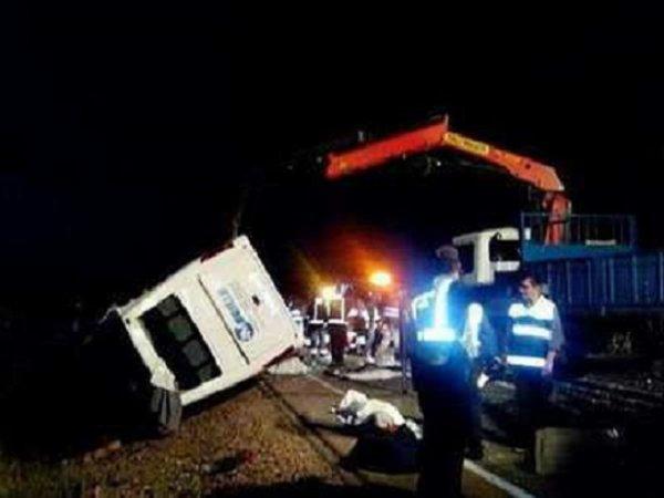 09-05-2014 - Espagne - Castuera en Estrémadure - cinq adolescents appartenant à une équipe de football junior tués dans l'autocar à cause d'une pelleteuse