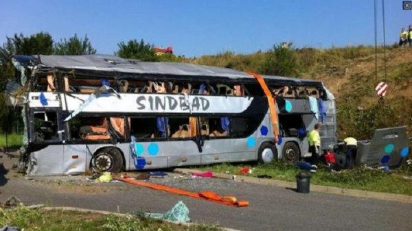 19-07-2014 - ALLEMAGNE - Accident grave d'un autocar Polonnais de SINDBAD sur l'autoroute à Dresde: le bilan s'alourdit, 10 morts et plus de 50 blessés