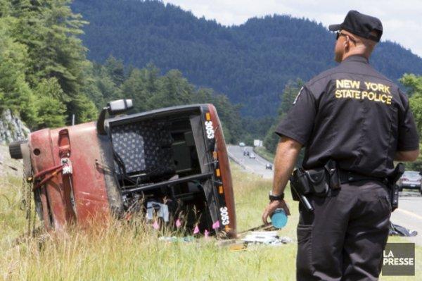 18-07-2014 - 06-08-2014 - New York - Accident Autocar qui s'est renversé aux abords de l'autoroute 87, l'autocar québécois transportait une cinquantaine de passagers de 6 à 54 ans quand il est sorti de la route.