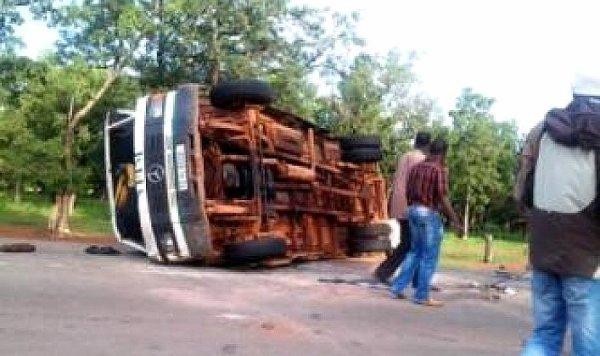 12-08-2014 - KOUMBIA - Koudougou - Bobo - Accident autobus spectaculaire à Koumbia : Sept blessés dont un cas grave
