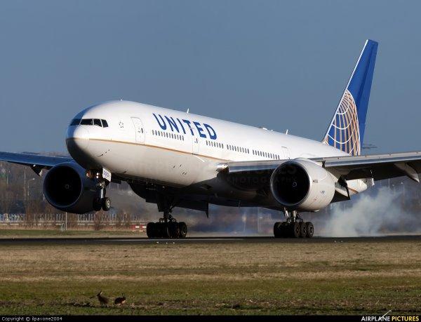 06-08-2014 - Un avion Boeing 777 d'United Airlines qui assurait la liaison Newark (New Jersey, Etats-Unis) - Bruxelles (Zaventem), a atterri d'urgence à Halifax (Canada) à la suite d'un incendie dans la cuisine de l'appareil.