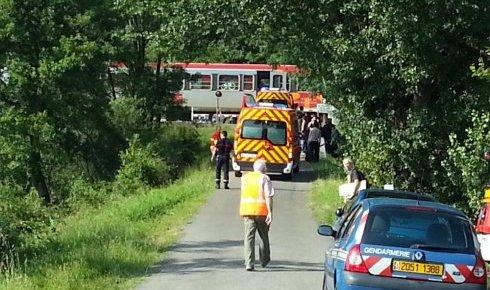 17-07-2014 - France - Denguin - Un train express régional a percuté un TGV à Denguin, à hauteur du passage à niveau, situé chemin du côteau, le TER et le TGV circulaient dans le sens Pau-Dax - bilan 40 blessés.